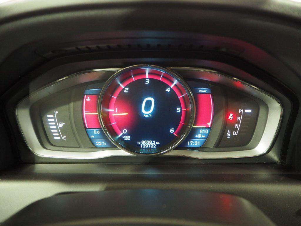VOLVO XC60 2.0 D4 RDesign Momentum Auto 5p.